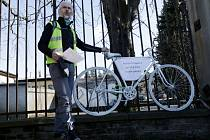 Cyklističtí aktivisté upozorňují na nebezpečná místa v Hradci Králové.