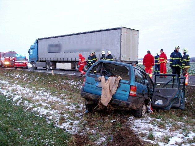 Tragická dopravní nehoda u Obědovic.