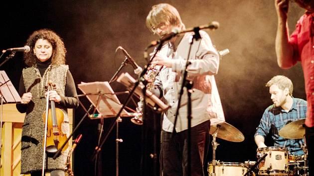 V úterý odstartoval 22. ročník festvivalu Jazz Goes to Town. Během prvního večera vystoupil i Norsko-český kvartet se světově respektovanou houslistkou, zpěvačkou a skladatelkou Ivou Bittovou.