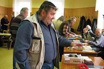 Sběratel pivních etiket Jiří Paleček z Chlumu.