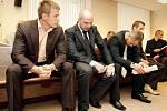 Hradecký krajský soud začal projednávat 17.května případ skupiny osmi obžalovaných, kteří se podle spisu dopustili pojistných podvodů