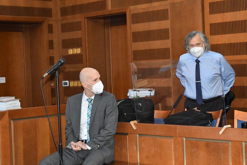 Mezi obžalovanými je i bývalý ředitel Správy KRNAP Jan Hřebačka.