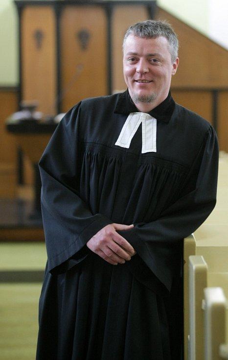 Štěpán Brodský se o věřící z Českobratrské církve evangelické stará v Hradci už dva a půl roku.
