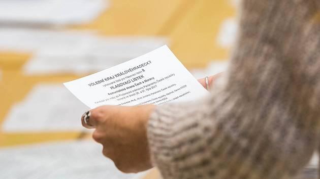 Počítání volebních hlasů.
