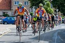 Peloton Cyklotour vede již jedenáctým rokem na svém vysokém kole Josef Zimovčák (vepředu vlevo).