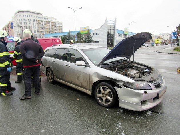 Dopravní nehoda dvou osobních automobilů na Novém Hradci Králové.