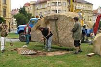 Nábřeží sochařů. Výměnou soch prošlo náměstí Svobody a přilehlé Tylovo nábřeží v centru Hradce Králové.