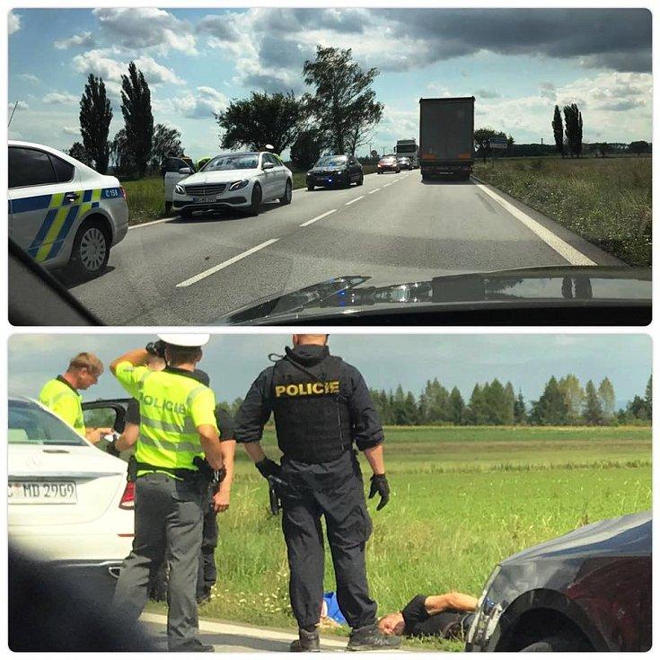 Zběsilou jízdu kradeného vozu stopla rázně policie