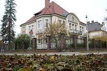 Hobzkova vila v Hradci Králové je dílem architekta Josefa Fanty, který své projekty s úspěchem realizoval i v Praze.