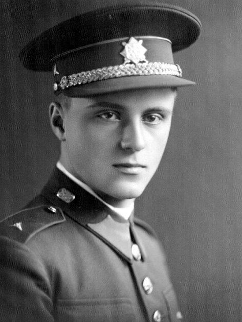 Podporučík Karel Nesnídal na archivní fotografii.