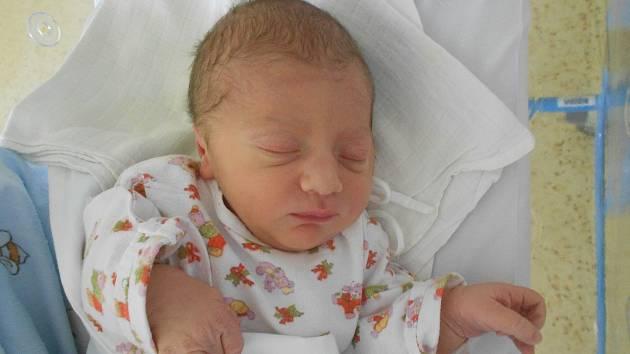 """Tobias Marek se narodil 28. května ve 14:47 hodin v rychnovské porodnici rodičům Kristýně Vtípkové a Petru Markovi. Miminko vážilo 3360 g a měřilo 49 cm. Doma je v Hradci Králové. """"Tatínek to zvládl u porodu skvěle a byl mi oporou,"""" svěřila se maminka."""