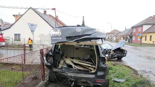 Kolize dvou osobních automobilů v Novém Bydžově.
