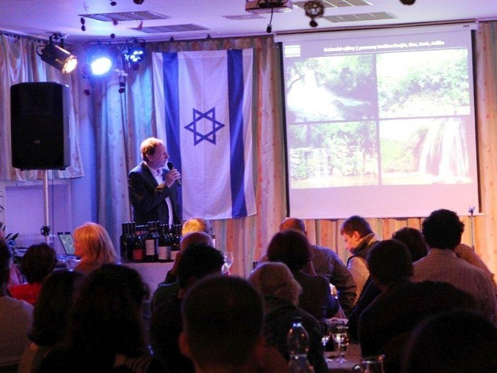 Večer izraelského vína v hradeckém Centru Sion.