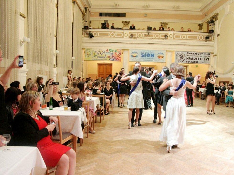 Reprezentační ples Centra Sion v královéhradeckém Adalbertinu.