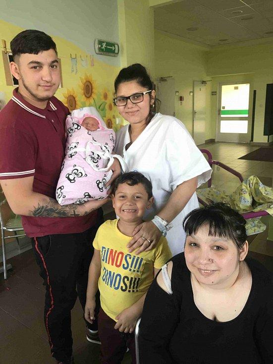 NATÁLIE MIA MITALOVÁ se narodila 8. května ve 4.10 hodin. Měřila 48 cm a vážila 2870 g. Radost udělala svým rodičům Natálii Mitalové a Adrianu Telvakovi z Nového Bydžova. Doma se těší bráška Jan.