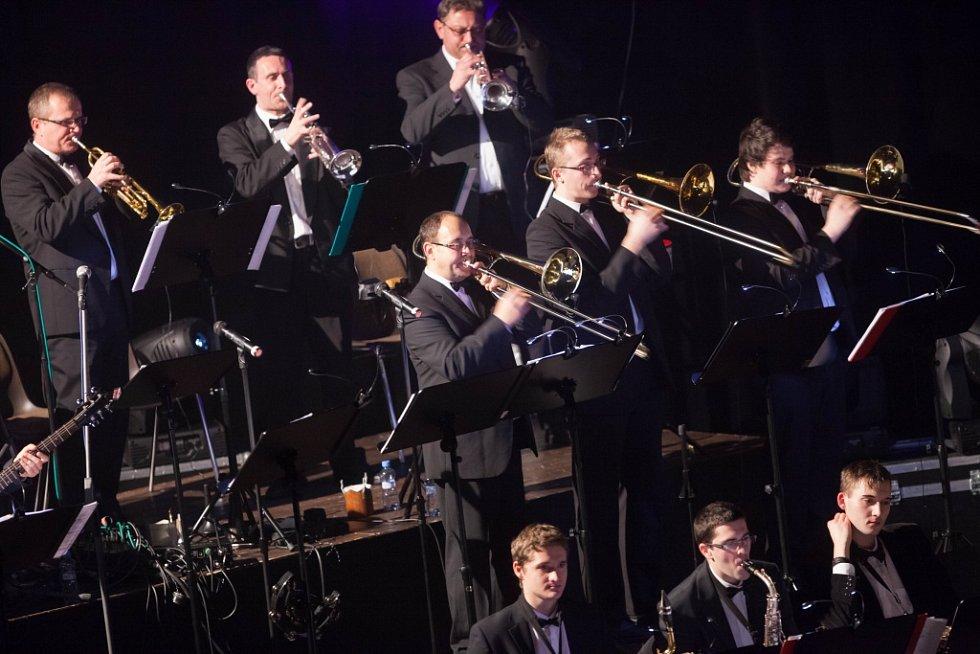 Orchestr Pirate Swing Band Jiřího Ševčíka v Kongresovém centru Aldis v Hradci Králové.