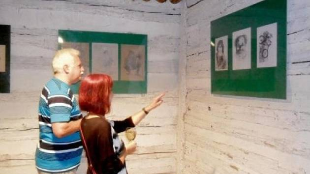 Letní výstava na piletickém Šrámkově statku v Hradci Králové.