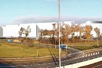 STUDIE CENTRA. Firma ECE chce společně s fotbalovým stadionem postavit v Malšovicích velké obchodní centrum. A právě to je trnem v oku odpůrcům jejích záměrů. Toto je studie, jak by nová stavba měla vypadat.
