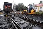 Oprava železničního přejezdu v Novém Bydžově (září 2010).