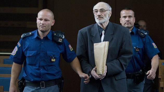 Alexander Dostál u Krajského soudu v Hradci Králové.