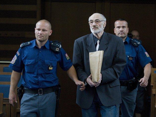 Alexander Dostál uKrajského soudu vHradci Králové.