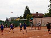 Letní volejbalový turnaj ve Všestarech.