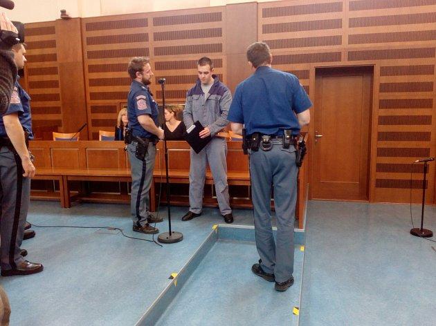 Mladší z obžalovaných Radim Uherek před soudem.