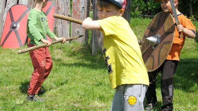 Akce Římané za humny - Germáni u nás v Archeoparku pravěku ve Všestarech.