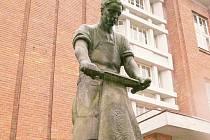 Před budovou bývalé Koželužské školy, dnes strojní průmyslovky, postavené v letech 1923 – 24 podle návrhů Josefa Gočára, stojí figury Koželuha (na snímku) a Jircháře od sochaře Josefa Škody.