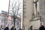 Pochod romských aktivistů se vydal ke kostelu