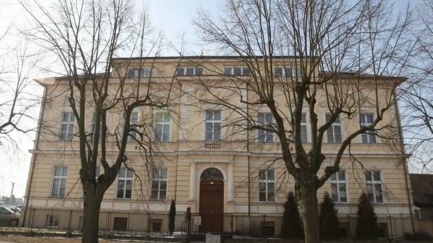 Školní budova ve Stěžerách. Ilustrační foto.