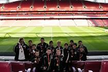 "Mladí ""votroci"" na Emirates Stadium."