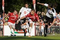 Fotbalová národní liga: FK Pardubice - FC Hradec Králové.