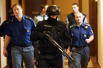 Soud s třiatřicetiletým Romanem Fröhoaffem obžalovaným z pokusu o vraždu ve Věznici Pardubice.