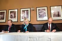 Podpis koaliční smlouvy v Hradci Králové