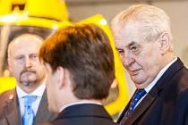 Prezident Miloš Zeman na návštěvě Letecké záchranné služby Královéhradeckého kraje.