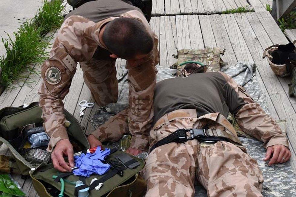 Svoje dovednosti pilovali při speciálním zdravotnickém výcviku CLS (Combat LifeSaver).