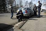 Policisté kontrolovali každé vozidlo, které chtělo jet do Nového Bydžova.