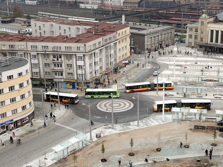 Pokračující stavební práce na Riegrově náměstí v Hradci Králové