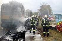 Tragická srážka osobního vlaku s osobním automobilem v Hradci Králové.