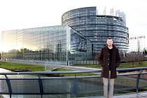 Saša Mráz, zakladatel AVL, a zástupci sportovních organizací z hradeckého kraje na pracovní návštěvě u europoslance Oldřicha Vlasáka ve Štrasburku.