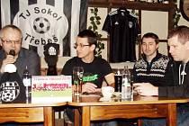 Vedení fotbalového oddílu TJ Sokol Třebeš při výroční členské schůzi.