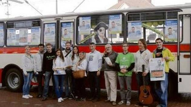 Autobus Pavla Křižka na královéhradeckém Terminálu hromadné dopravy.