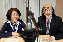 Režisér Abdul Jabar Baryal a novinářka a tlumočnice Marcija, oba původem z Afgánistánu, hosty Českého rozhlasu Hradec Králové.