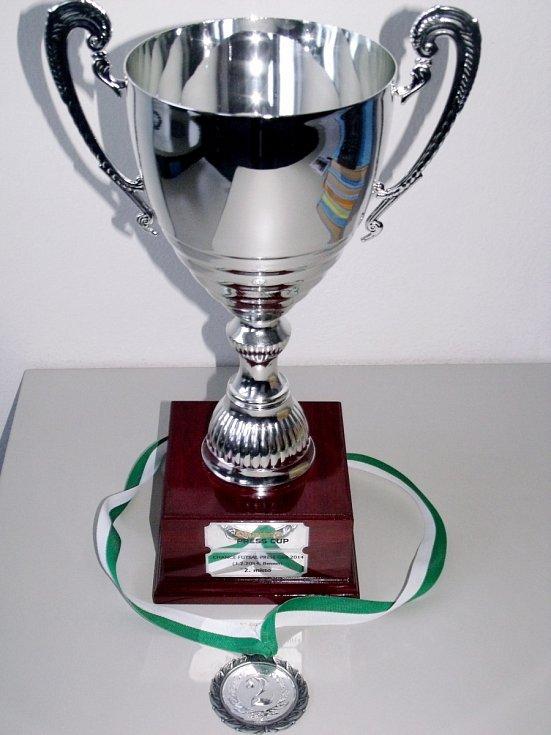 Pohár za 2. místo z futsalového klání novinářů Chance Press Cup 2014 v Berouně.
