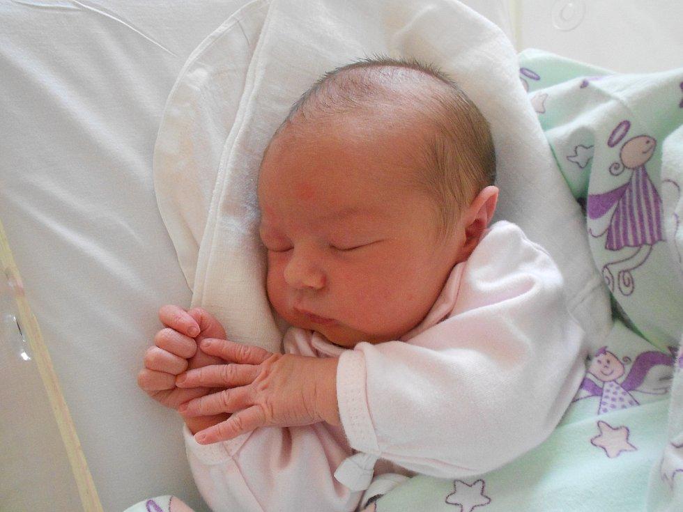 Nikol Majznerová se narodila 12. 5. 2021 v3:33 hodin. Vážila 3 710 g a měřila 53 cm. Rodiče Petra a Josef Majznerovi pochází zChocně. Na Nikol se doma těšila i sestřička Natálka. Tatínek byl u porodu a zvládl to podle maminky na jedničku.