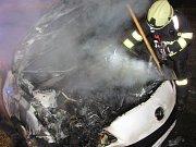 Požár osobního automobilu v hradecké Štefánikově ulici.