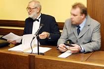 K NIČEMU TAKOVÉMU NEDOŠLO, stojí si pevně za svým obžalovaný Miloslav Kaňovský. V případě prokázání viny mu za pohlavní zneužívání nezletilého hrozí až dvanáctiletý pobyt ve vězení.