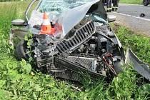 Řidič senior to napálil čelně do kamionu