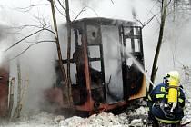 Požár přívěsu u písníku Marokánka v Bělči nad Orlicí.
